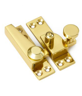 Straight arm lockable sash fastener