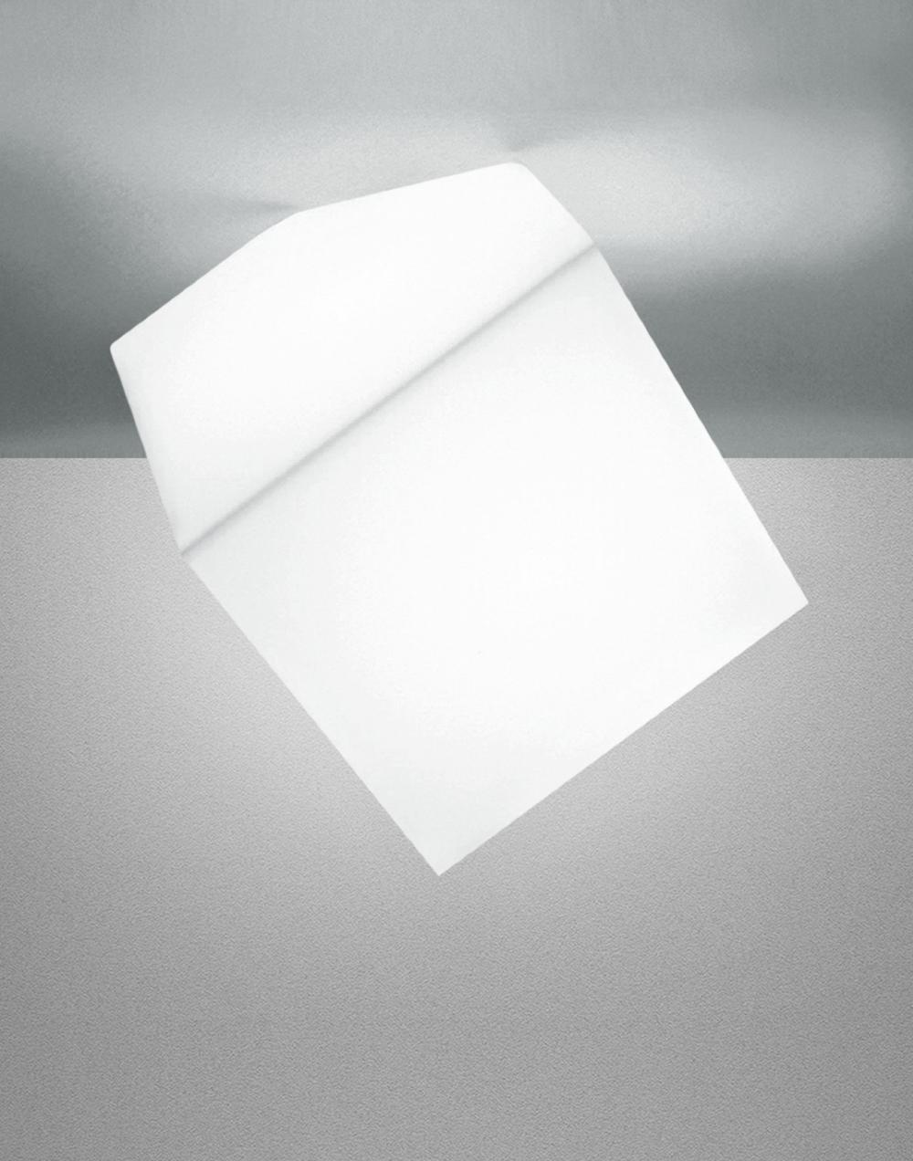 Edge wall / ceiling light